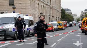 الشرطة الفرنسية تخلي أكبر متجر تجاري بحي لاديفانس في باريس