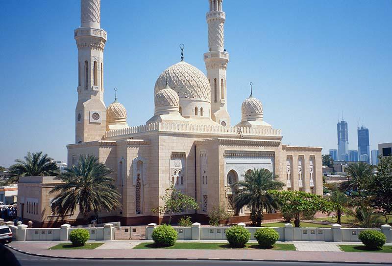 8 إجراءات و9 ضوابط عامة لإقامة الصلاة في مساجد دبي